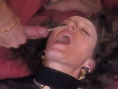 Mature gets double penetration and double cumload